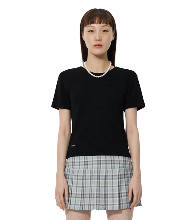 C METAL BROOCH BASIC T-SHIRT_BLACK
